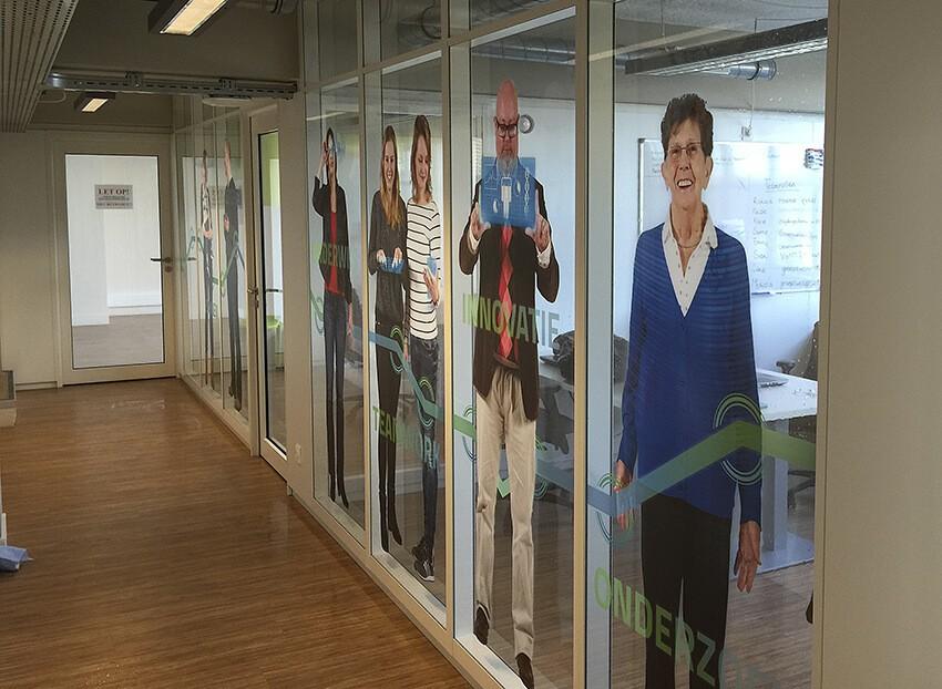 helder glasfolie - print op sticker - raamdecoratie - kantoorinrichting