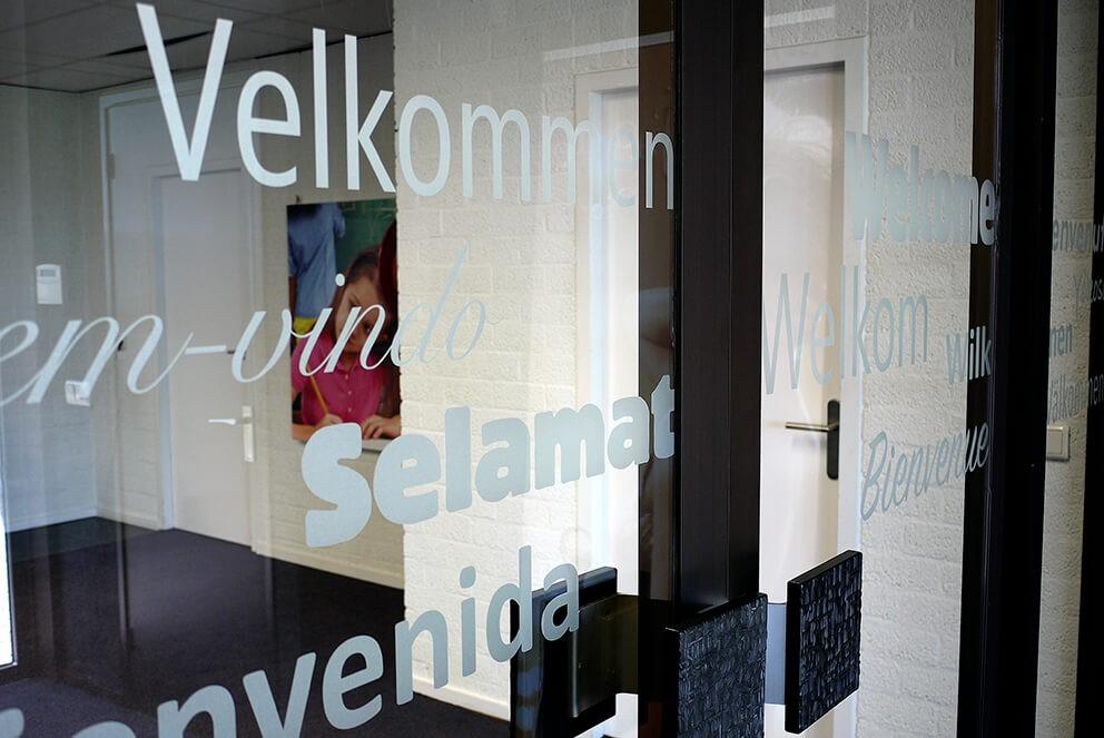 raamfolie - glasfolie - raambelettering - raamdecoratie - raamstickers reclame