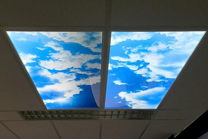 lichtbak in plafond - buitengevoel creëren op kantoor