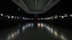 Statecraft tentoonstelling van Abbe museum - lichtbakken met print